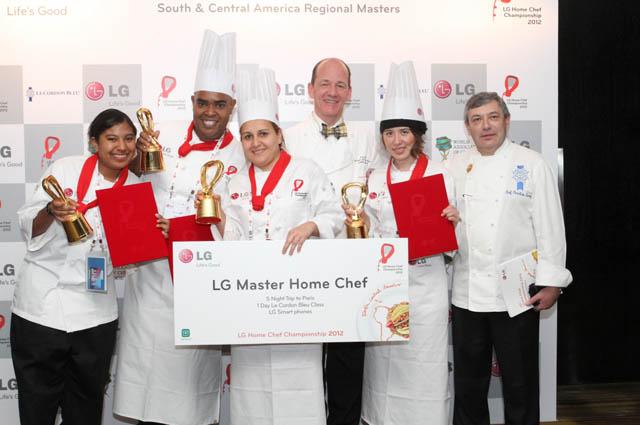 지난 해 진행된 '2012 LG 글로벌 아마추어 요리 대회'의 중남미 대회 수상자들이 포즈를 취하고 있다.