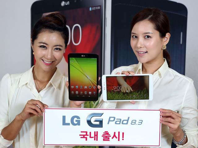 여의도 트윈타워에서 열린 'LG G Pad 8.3 한국 출시 미디어 브리핑'에서 여성 모델이 'LG G Pad 8.3'을 들고 포즈를 취하고 있다.