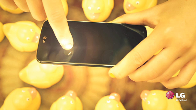 미지의 세계 yellow room의 노란 고무오리 형제들을 촬영하는 LG G2