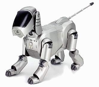가정용 로봇 Aibo의 모습. 은색 몸체와 까만색 얼굴로 이루어져 있는 강아지 로봇이다