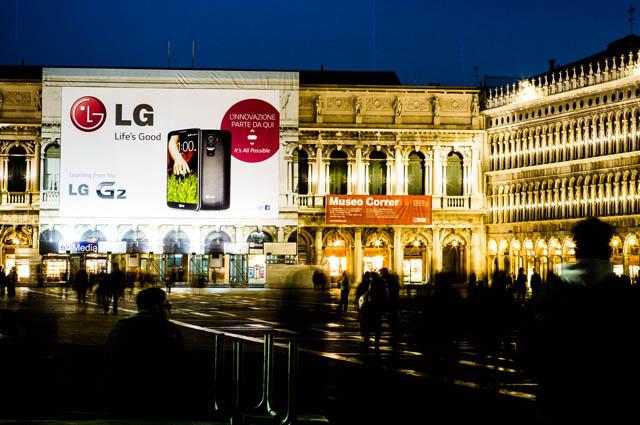 LG전자가 베니스 산마르코 광장에 설치한 'LG G2' 대형 옥외광고