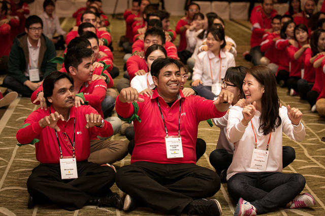 전 세계 23개국에서 모인 참가자들이 상호 친목을 다지며 즐거운 시간을 보내고 있다.