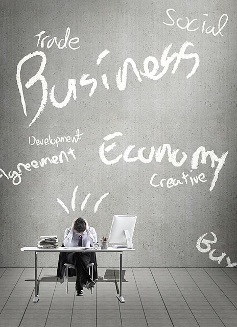 비즈니스, 경제, 창조, 발전, 무역 등 다양한 요인으로 인해 억압받는 직장인의 모습이다