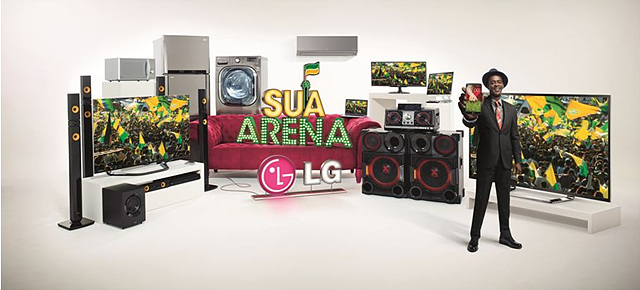 뮤직비디오에 서 요게(Seu Jorge)와 함께 다양한 LG전자 제품이 등장하고 있다.