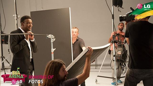 뮤직비디오를 촬영 중인 서 요게(Seu Jorge)와 스태프들의 모습이 보이고 있다.