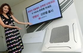 모델이 서울 여의도 LG트윈타워에서 간결한 디자인과 강력한 냉난방 성능을 겸비한 천장형 시스템에어컨(모델명 : T-W0720P2H ) 제품을 소개하고있다.