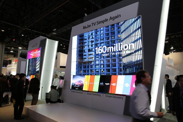 CES센터에 설치된 스마트 TV의 모습이다.