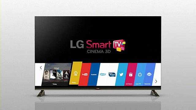 LG 스마트 TV의 새로운 플랫폼인 웹 OS의 모습으로 화면의 밑 부분에 다양한 카테고리들이 있다.
