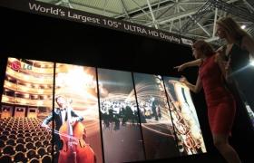 'ISE 2014'에 전시장에 전시된 LG전자 105형 21:9 곡면 울트라HD TV