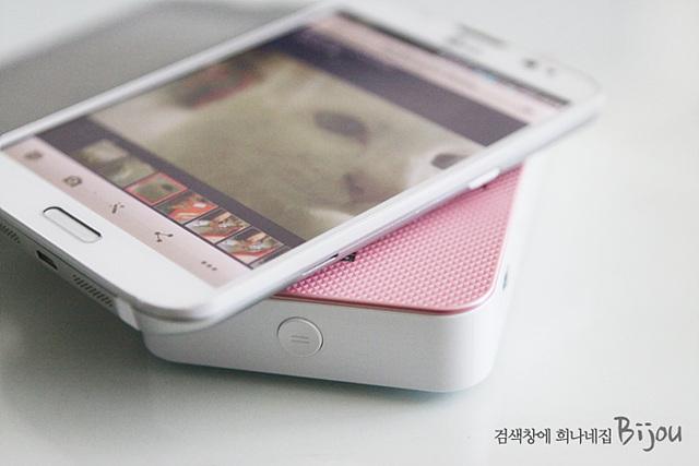 핑크색 포켓포토 위에 Vu3가 올려져 있다.