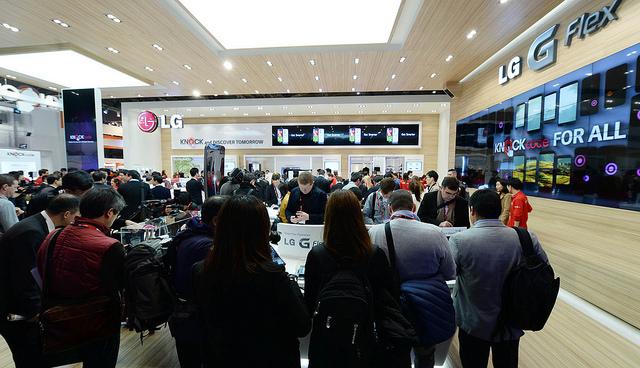 노크코드를 경험하기 위해 모인 관람객들이 점점 늘어나고 있다.