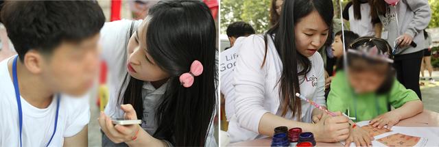 러브지니 이윤정 학생이 암사재활원 아이들의 얼굴 및 팔에 페이스페인팅을 해주고 있는 모습이다