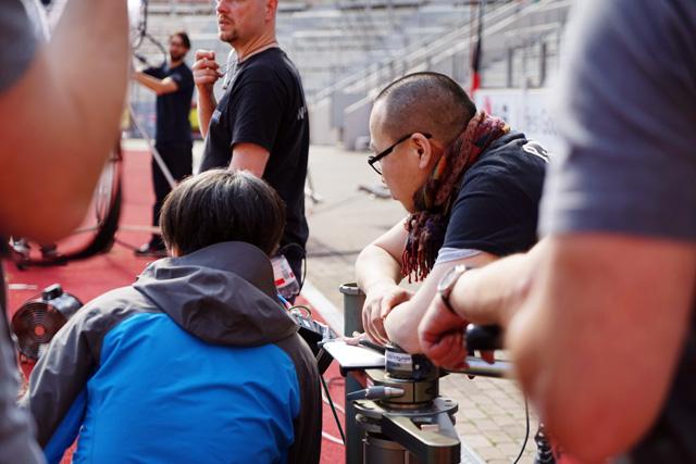 촬영 스태프들이 촬영을 진행하는 모습