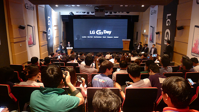 G3 데이에 많은 사람들이 참석해 설명을 듣고 있는 모습이다