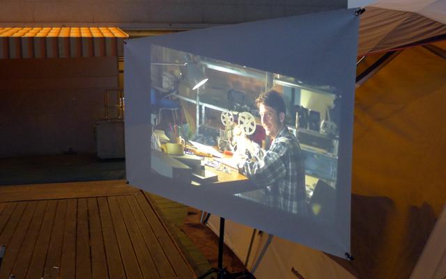 LG 미니빔 TV로 캠핑장의 분위기를 핫껏 업그레이드 시킨 모습이다