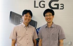 디스플레이 개발 담당 김기원 책임(왼쪽), 카메라 개발 담당 김상수 책임(오른쪽)이 웃고 있다