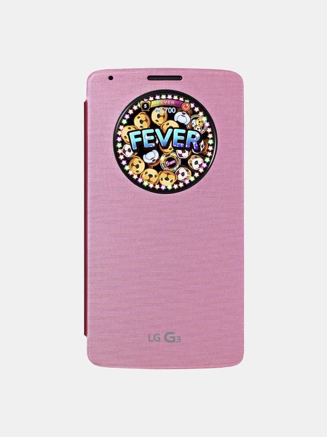 핑크색 퀵서클 안에 게임이 실행중이고 'FEVER'라는 글자가 있다.