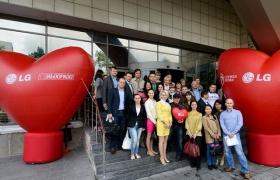 대규모 헌혈캠페인을 펼치고 있는 LG전자 러시아 법인 임직원 모습 입니다.
