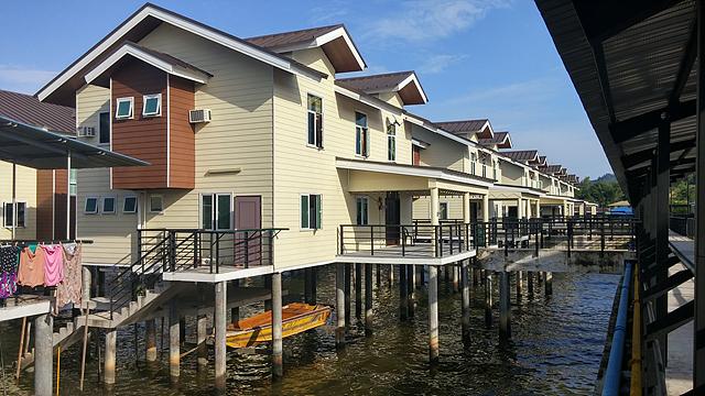브루나이 수상가옥의 모습. 물 위에 지어진 집들이 모인다.