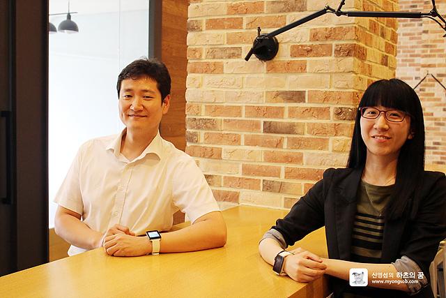 LG전자 MC상품기획그룹 진승환 차장(좌), 김현영 대리(우)가 나란히 앉아있다.