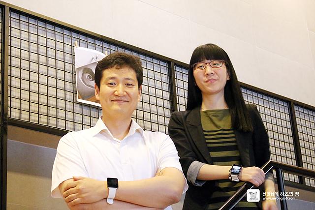 G워치 MC상품기획그룹 진승환 차장, 김현영 대리가 미소를 짓고있다
