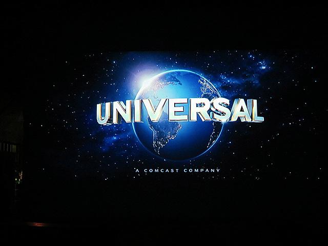 UNIVERSAL 로고