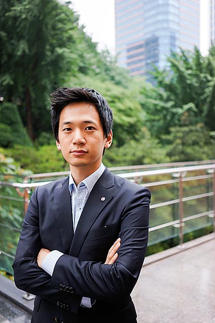 LG전자 한국기획관리팀 기획파트 노창진 사원이 팔장을 끼고 있다.