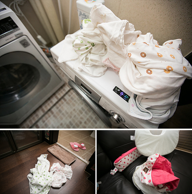 아기 세탁물이 꼬망스 위에(상단), 방바닥에(왼쪽 아래), 소파 위에(오른쪽 아래) 널부러져 있다.