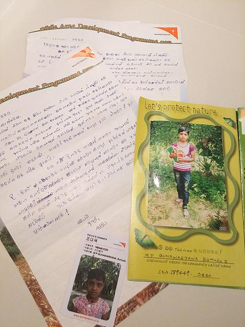 월드비전을 통해 '수무두'와 주고 받은 편지와 수무두의 사진이 보인다.