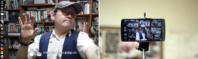 G3 셀피 기능을 활용한 셀카를 찍고 있다.(왼쪽) 스마트폰에 셀카 화면이 보인다(오른쪽)