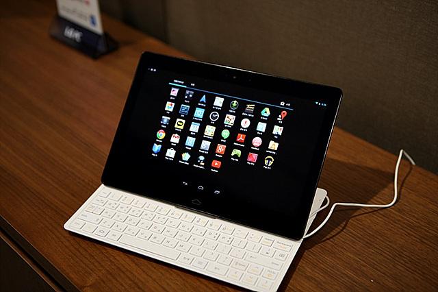 LG 탭북 화면에 다양한 아이콘이 보인다.