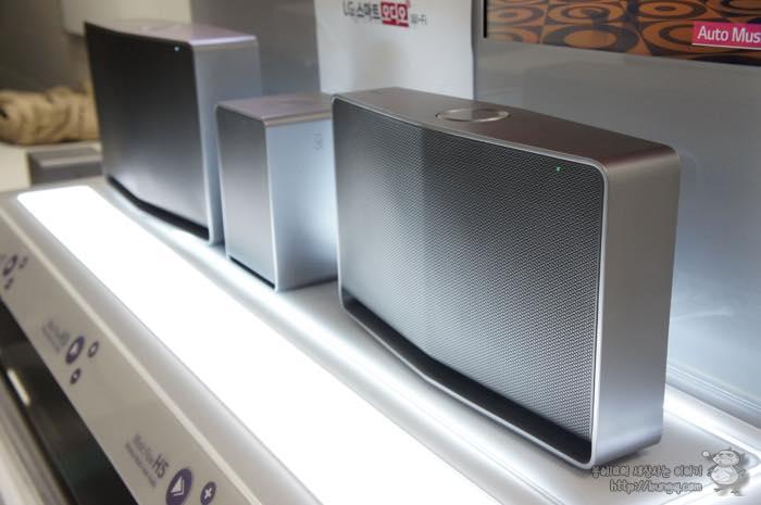 LG 스마트오디오 NP8340, NP8540, NP8740가 나란히 전시되어 있다.
