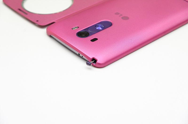 핑크색의 퀵서클 케이스 장착 후 안테나 부분을 클로즈업한 사진