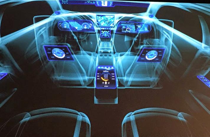'자동차용 수퍼칩'을 탑재한 자율주행차 홀로그램의 모습
