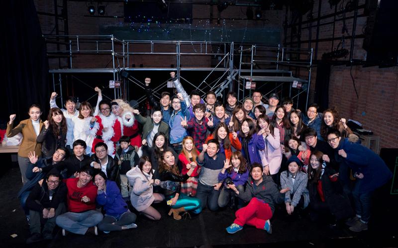 공연을 마친 후 뮤즈토닉의 멤버들이 함께 촬영한 단체사진