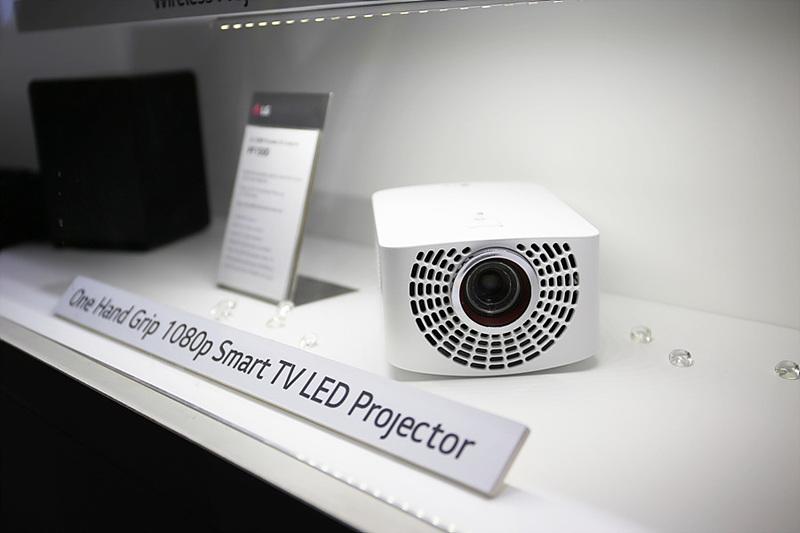 1080p 스마트 TV LED 프로젝터 제품의 모습