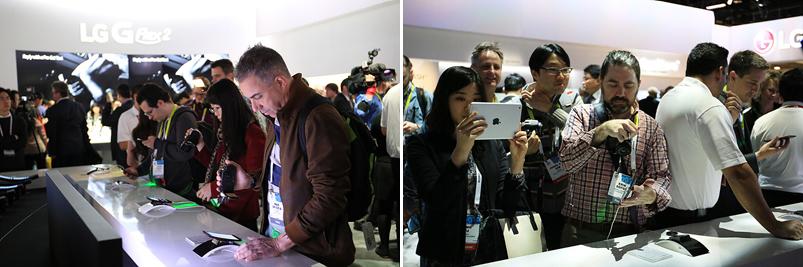 사람들이 G 플렉스2 부스에 몰려 제품을 시연하고 있는 모습(좌), G 플렉스2 제품을 촬영하고 있는 관람객들(우)