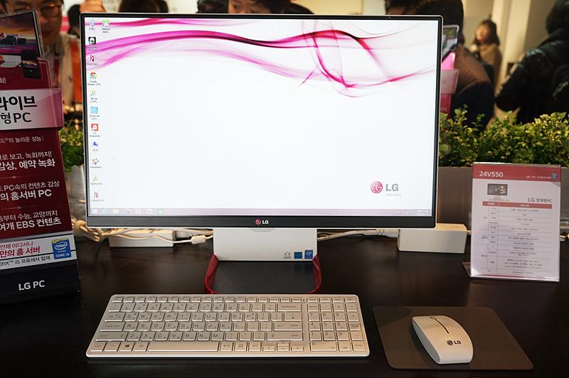 LG 일체형 PC를 실행시킨 모습. 넓은 화면과 깔끔한 디자인이 돋보인다.