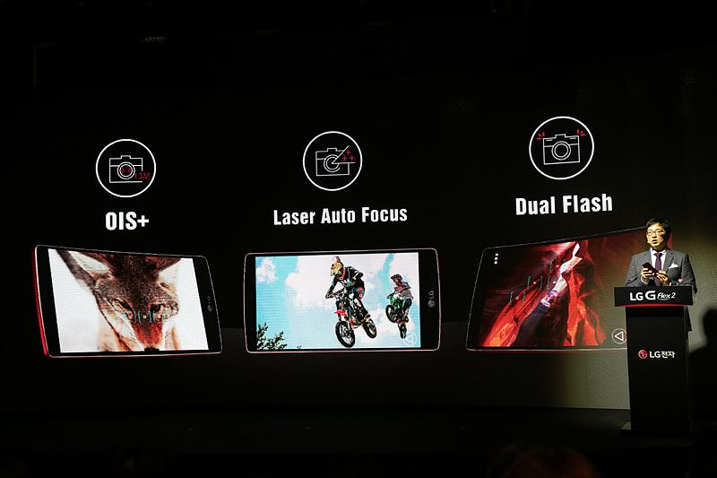 OIS+, 레이저 오토 포커스, 듀얼 플래시를 통해 빠르고 또렷한 촬영이 가능한 LG G 플렉스2에 대해 설명하고 있다.