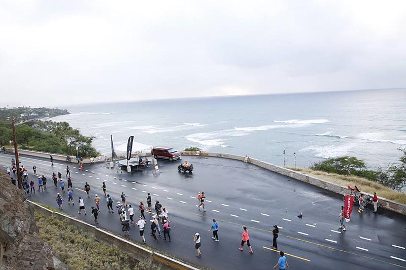 호놀룰루 마라톤 코스에서는 바다를 볼 수 있다.