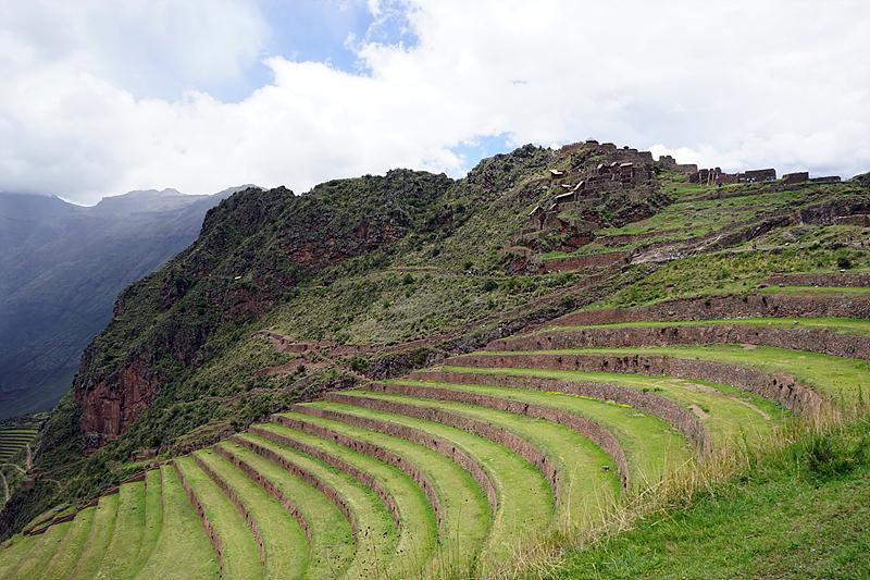 잉카 유적지 오얀따이땀보, 계단식으로 된 밭이 보인다.