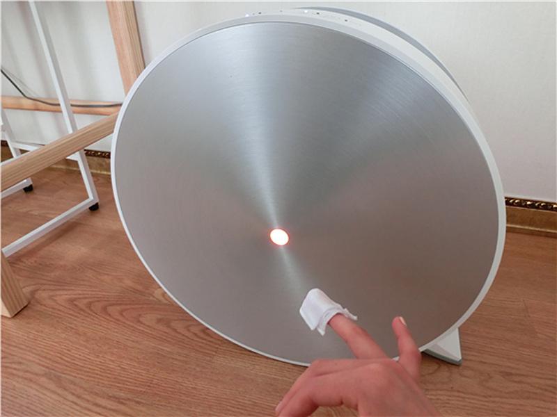 리무버를 사용하자 공기청정기의 램프의 색이 빨간색으로 변했다.