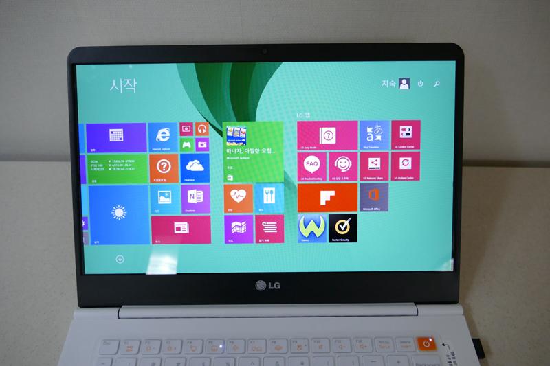 그램14 노트북 부팅 후 메인 화면. Window 8.1을 채용했다.
