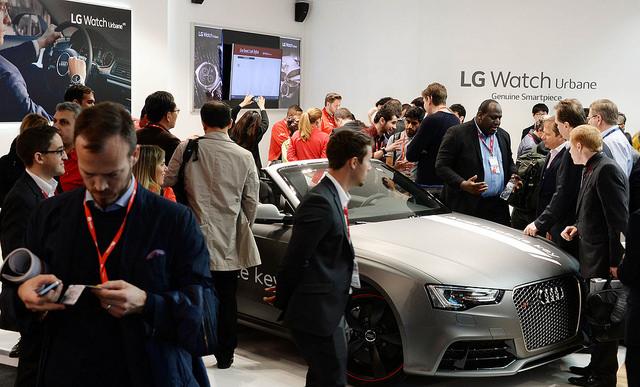 LG전자 부스의 아우디 자동차. LG 워치 어베인으로 차량을 제어할 수 있다.