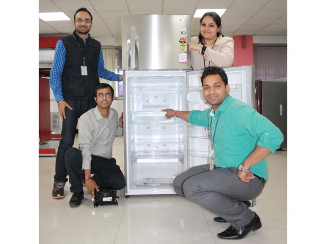 인도에서 청정개발체제 사업을 진행하고 있는 LG전자 직원들과 LG 냉장고 입니다.