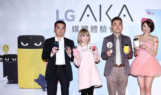 왼쪽부터 LG전자 대만법인 휴대폰 영업담당 Alex Hsu(알렉스 수), 대만 유명 블로거 Kimi chi(키미 치), LG전자 대만법인 휴대폰 마케팅담당 김승회 부장, LG전자 전문 모델 입니다.