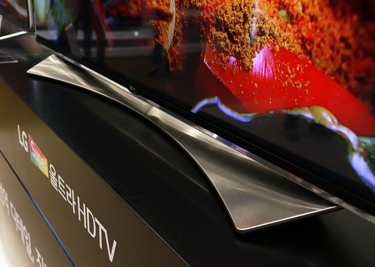 신기술 '퀀텀탓'을 통해 더욱 뛰어난 색상 표현을 보여주는 LG 슈퍼 울트라HD TV