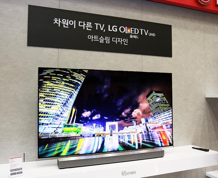 LG 올레드 TV의 아트슬림 디자인 적용 모습.