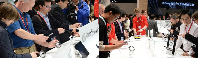 MWC 2015의 LG전자 부스에서 LG 워치 어베인을 시연해 보는 관람객들