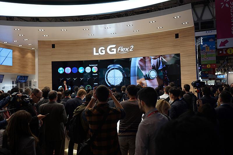LG전자 부스에 많은 관람객이 몰리고 있다.